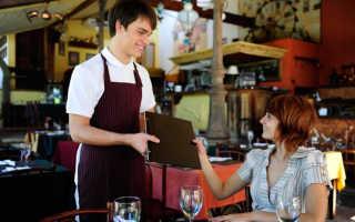 Сколько зарабатывают официанты: в России и других странах мира